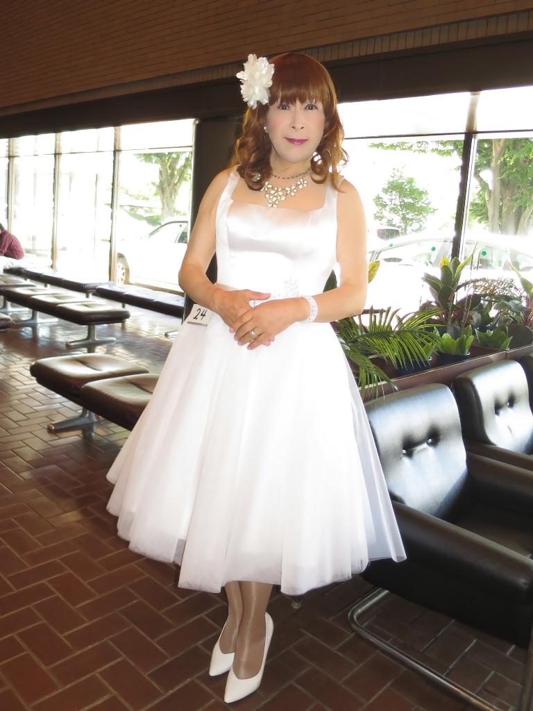 白ショートドレス控室(6)