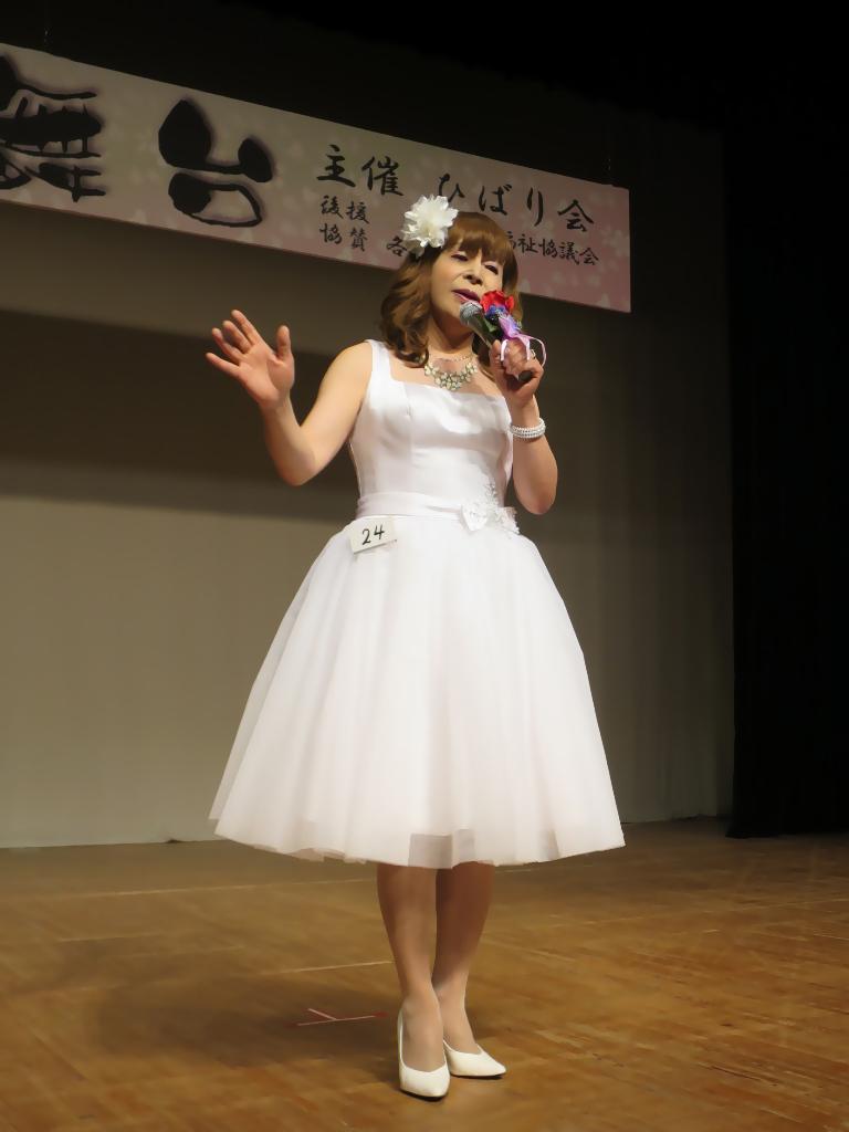 白ショートドレス舞台(5)
