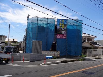 ●泉南市の看板と『中庭のある家』