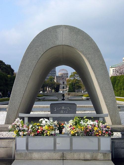 800px-Cenotaph_Hiroshima.jpg