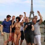スイスの女性アーティスト Milo Moiré(ミロ・モアレ)がエッフェル塔の前でヌード写真を撮影して逮捕