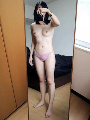 微乳素人女性 パンティ自分撮りヌード画像 3
