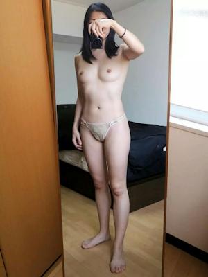 微乳素人女性 パンティ自分撮りヌード画像 8