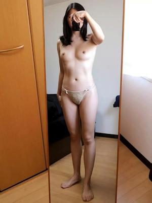 微乳素人女性 パンティ自分撮りヌード画像 10