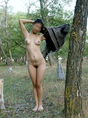 人妻 公園野外露出 ヌード画像 2