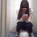 美少女のトイレ盗撮画像