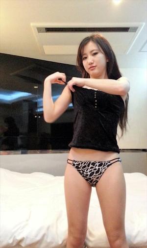 Aカップ微乳アジア系美女 ヌード画像 3