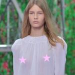 イスラエルの14歳少女モデルがDiorのファッションショーで乳首透けシースルードレスで登場し非難