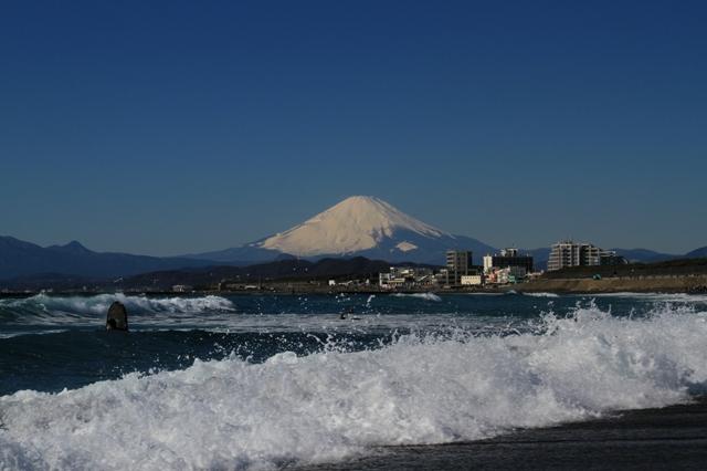 富士山とサーファー
