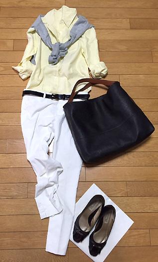 久々のカラーシャツ&白パンツの爽やか系王道通勤コーデ