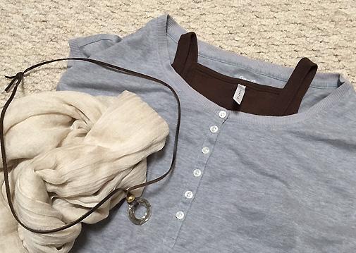 白小物を使う時は服はダークトーンで