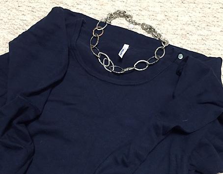 ネックレスは先日購入した「大ぶりチェーン」を着用