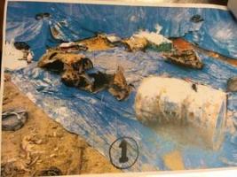サッカー場から出てきたドラム缶の一つ。腐食している。沖縄防衛局の写真
