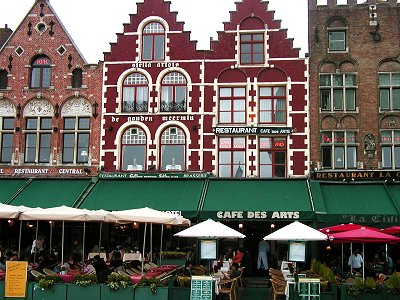 Grote Markt広場の家並みは童話の世界downsize