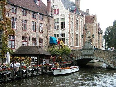 小船で入る川沿いレストランdownsize