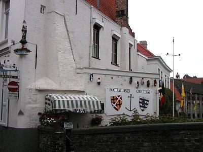 水辺のレストランは紋章が粋ですdownsize