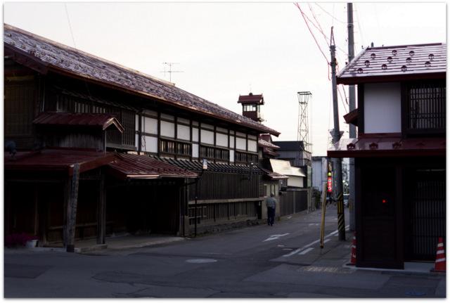 青森県 黒市市 観光 横町 商店街 七夕 夜店 祭り こみせ通り