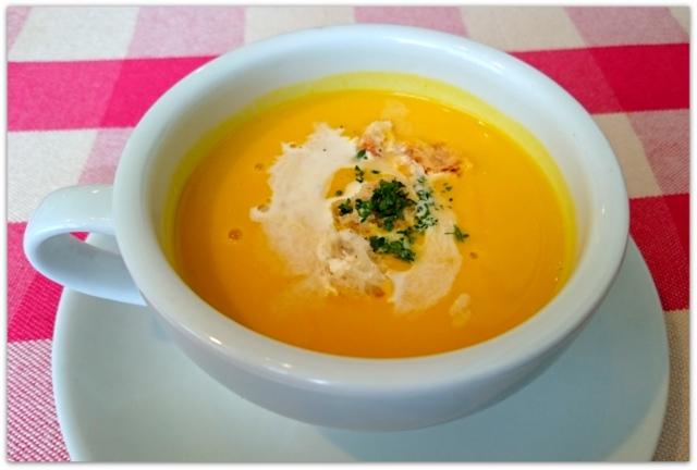 青森県 弘前市 グルメ ランチ サラマンジェ ドゥ シェ・モア ランチ かぼちゃのポタージュスープ