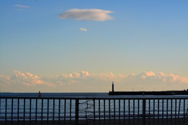 江ノ島の灯台と雲