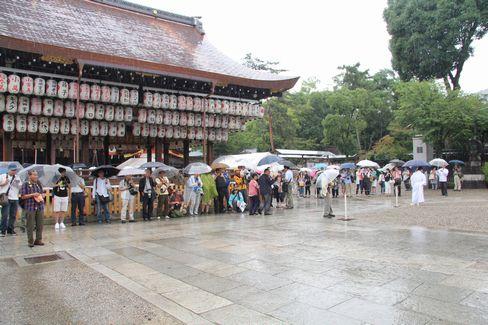 八坂神社舞殿前_H27.07.07撮影