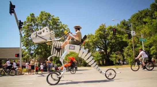 恐竜のバイク