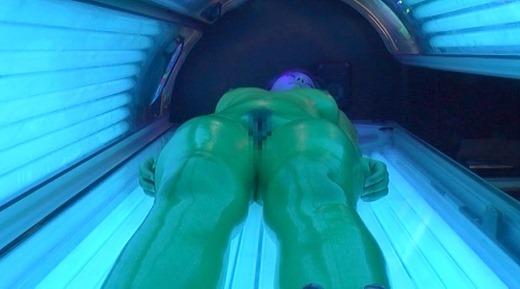 黒ギャルが日焼けサロンでセックス 17
