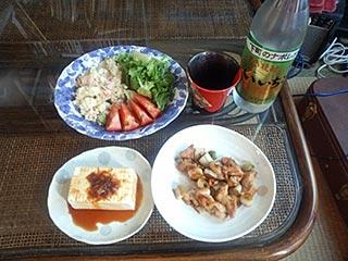 鶏もも肉とネギのごま油炒めとポテトサラダ