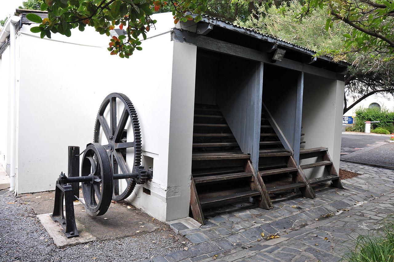 南アフリカ、ケープタウンのブレイクォーター刑務所で使われたトレッドドミル