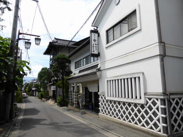 白糸湯の街通り0