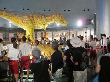 子供達で賑わう恐竜館で・・・