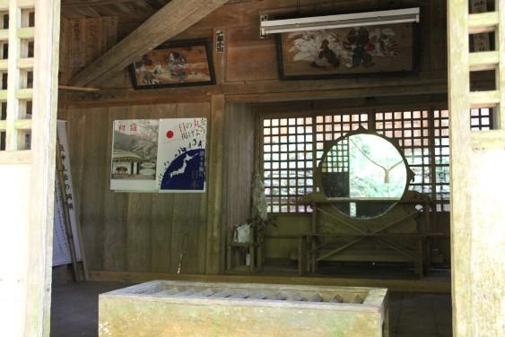 拝殿正面の鏡