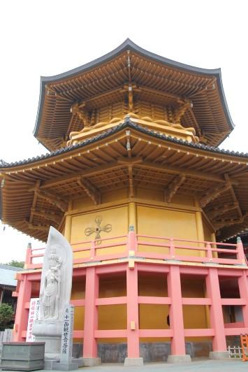 金色の大塔