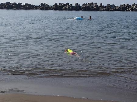 泳ぐ娘ちゃん