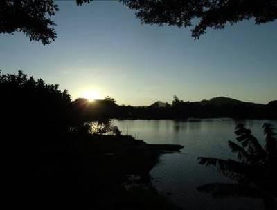 イタシー湖の夕暮れ