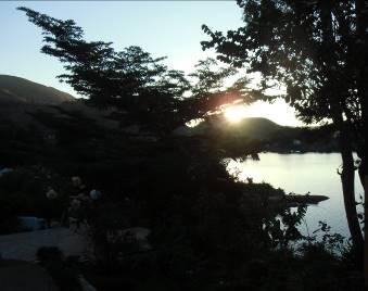 マダガスカルのイタシー湖の夕暮れ