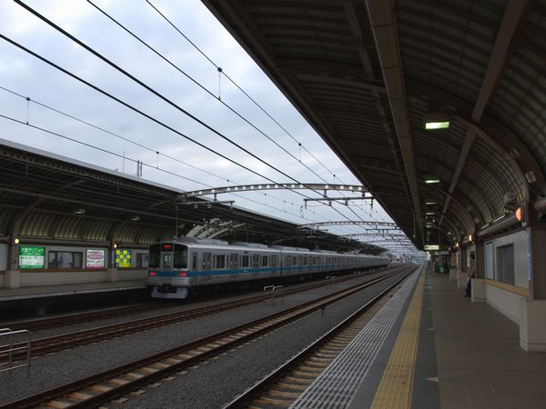 高架・複々線化された千歳船橋駅
