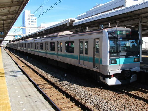 小田急乗り入れ改造後のE233系2000番台(マト11編成)