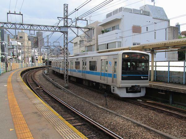 10両化に伴い島式ホーム化が決定した代々木八幡駅
