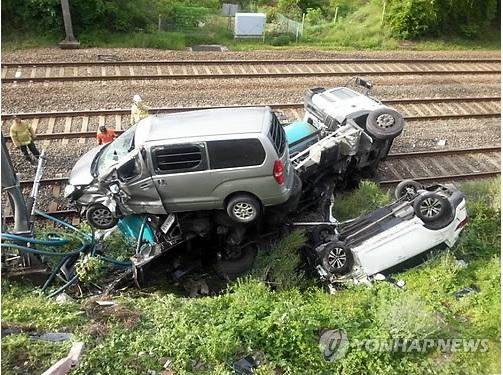 2015-7-6糞尿収集車転落1