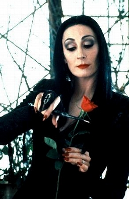 130526745363416432740_anjelica-huston-morticia.jpg