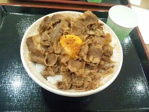 150718_朝食 牛丼大盛&卵 (300x225)