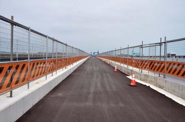 工事中の西浜名橋歩道橋(2015年7月11日)