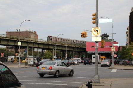 マーシー・アベニュー駅から徒歩5分程^^