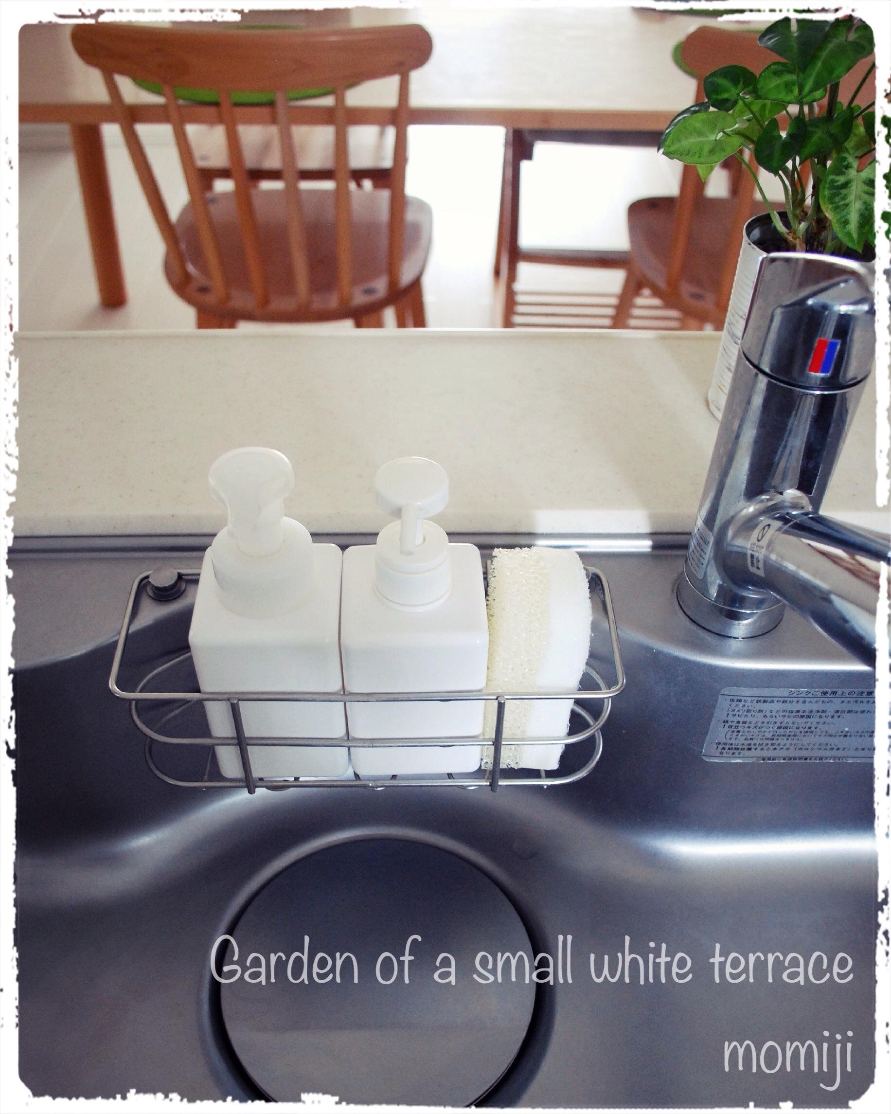 白いキッチン 白いスポンジ