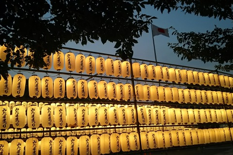 夕暮れの護国神社