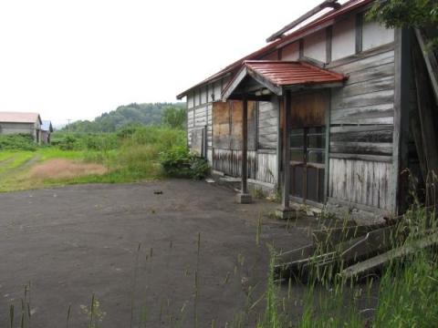 旧添牛内駅駅舎