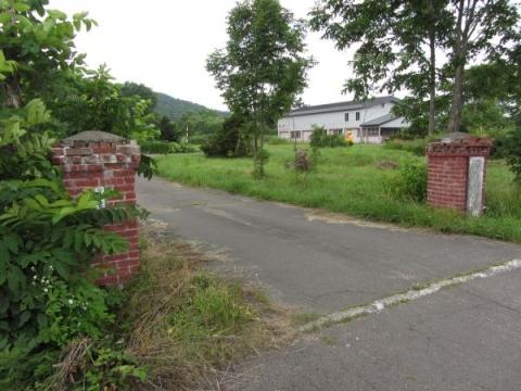 旧添牛内小学校門柱