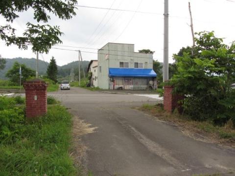 旧添牛内小学校門柱と旧杉浦商店
