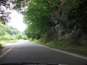 150716巨岩の間を抜ける