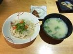 炊き込みご飯とお味噌汁